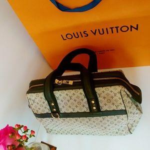 Use authentic Louis Vuitton handbag